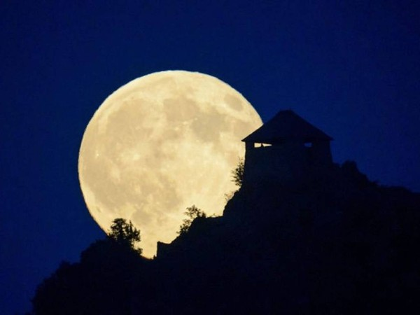 nằm mơ thấy trăng