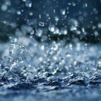 Nằm mơ thấy mưa điềm báo cho bạn đánh con gì?